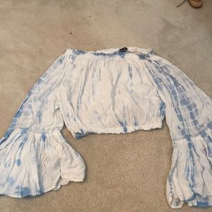 Blue white cropped tie dye shirt with flowy sleeve